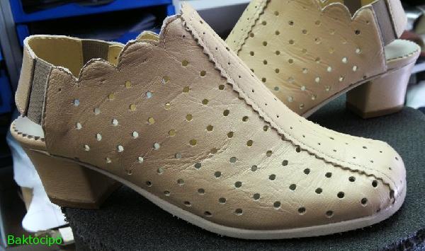 Női lyukasztott cipő