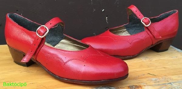 Piros karaktercipő,hagyományőrző,újasszony cipő