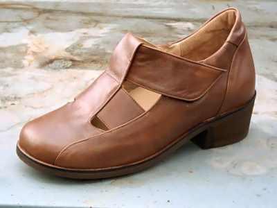Tépőzáras női félcipő,42-45-ös méretig