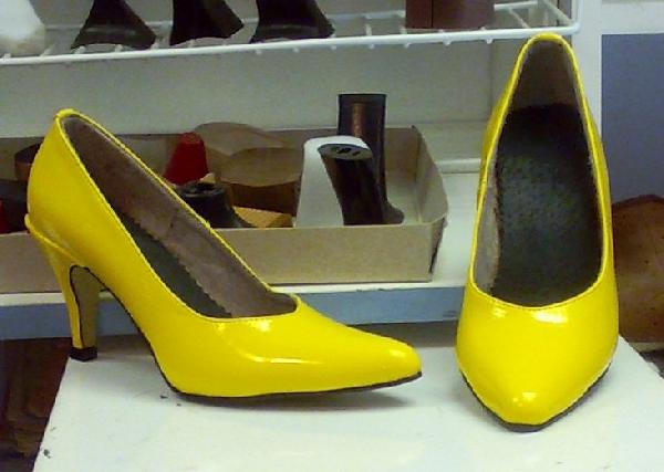 Női sárga lakk pumps