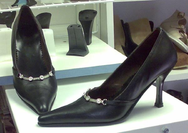 Női alkalmi cipő,strasszos díszítéssel,44,45,46-os méretek